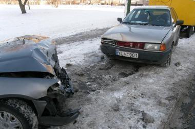 Vienoje vietoje dvi avarijos