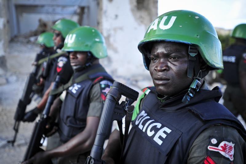 Nigerijoje įpykusi minia gyvą sudegino žmogų