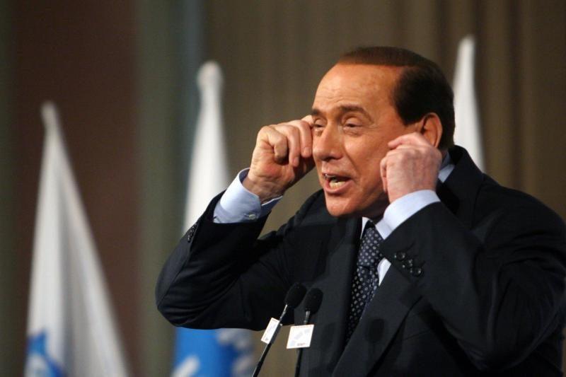 """Silvio Berlusconi yra mokėjęs mafijai """"už apsaugą"""""""