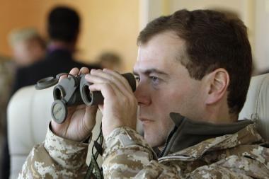 D.Medvedevas: karinės pajėgos užsienyje bus naudojamos tik siekiant apginti savo piliečius