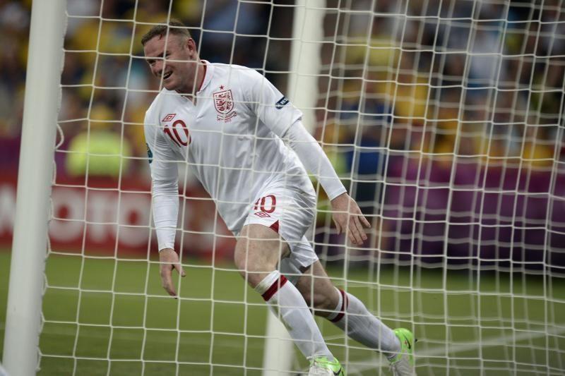W. Rooney kompanija metė iššūkį veteranams: futbolas užrištomis akimis