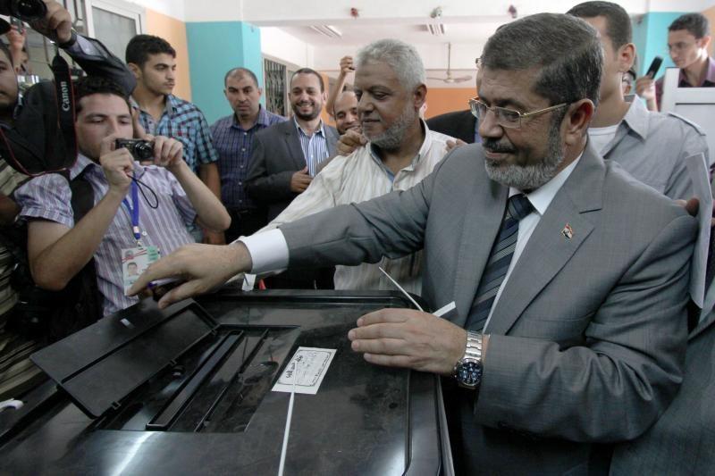 Egipto prezidento rinkimai: M.Mursi varžysis su A.Shafiqu