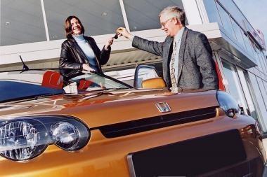 Naujų automobilių spalį įregistruota trečdaliu mažiau