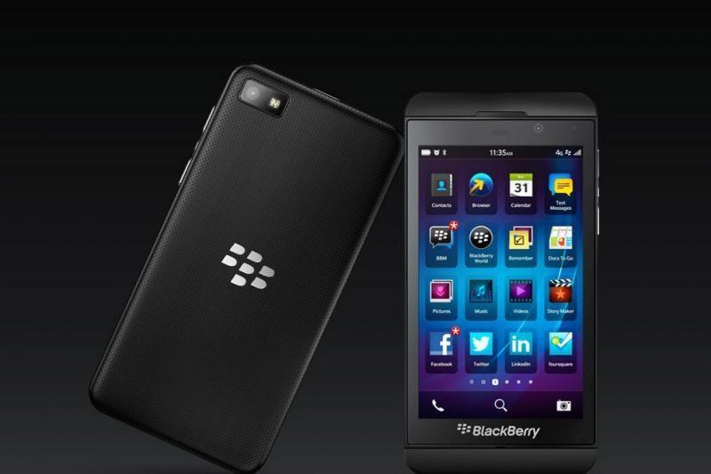 """Lietuvoje jau prekiaujama išmaniuoju """"BlackBerry Z10"""" telefonu"""