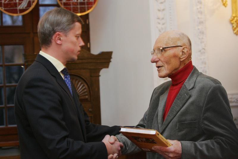 Mirė ilgametis Lietuvos krepšinio federacijos prezidentas S.Stonkus