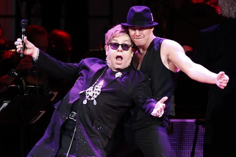 """Eltonas Johnas dėl """"kvėpavimo takų infekcijos"""" atšaukė koncertus JAV"""