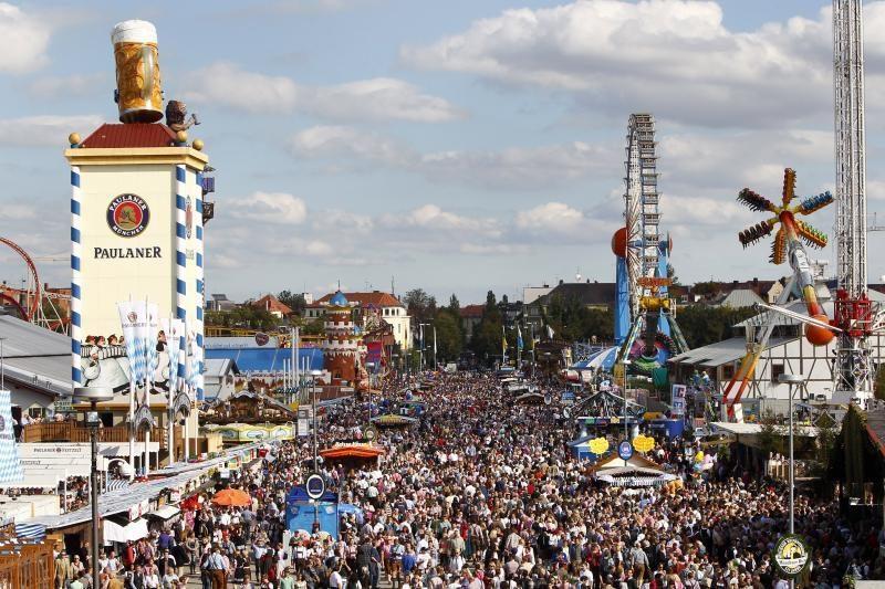 Vokietijoje alaus šventė jau sulaukė 3,6 mln. lankytojų