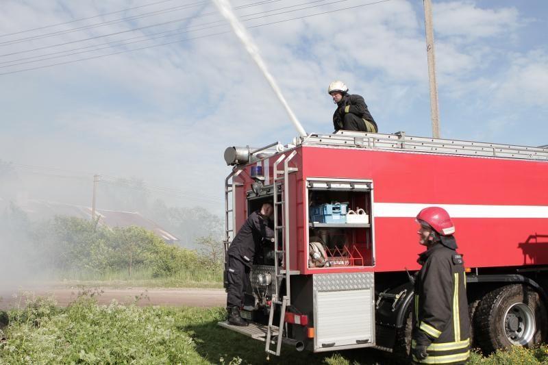 Naktį ir ryte Lietuvoje kilo bent keturi gaisrai