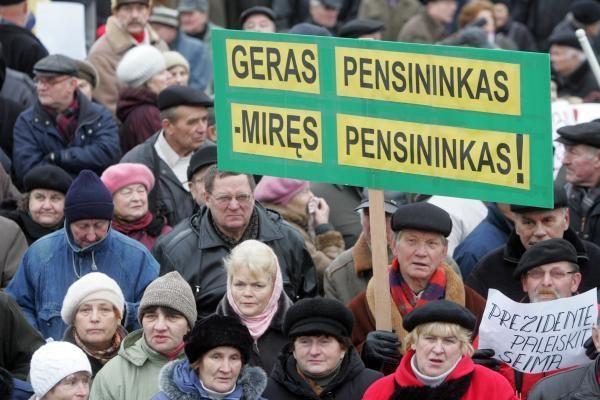 Vyriausybė siūlo pradėti ilginti pensinį amžių