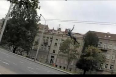 """""""Vilniaus troleibusų"""" vadovas: čiuožimas troleibusų laidais – gerai padarytas montažas (papildyta)"""