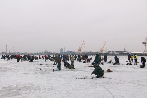 Stintų sugundyti žvejai trukdė laivų eismą