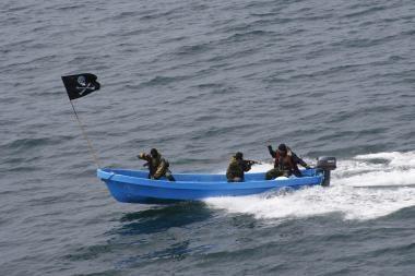Piratai prie Somalio krantų pagrobė Didžiosios Britanijos ir Singapūro laivus