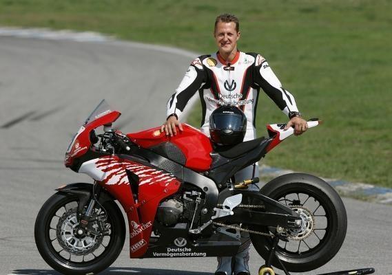 Legendinis M.Schumacheris sugrįžo į trasą