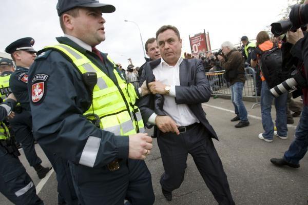 Policija P.Gražuliui ir K.Uokai kelia administracines bylas
