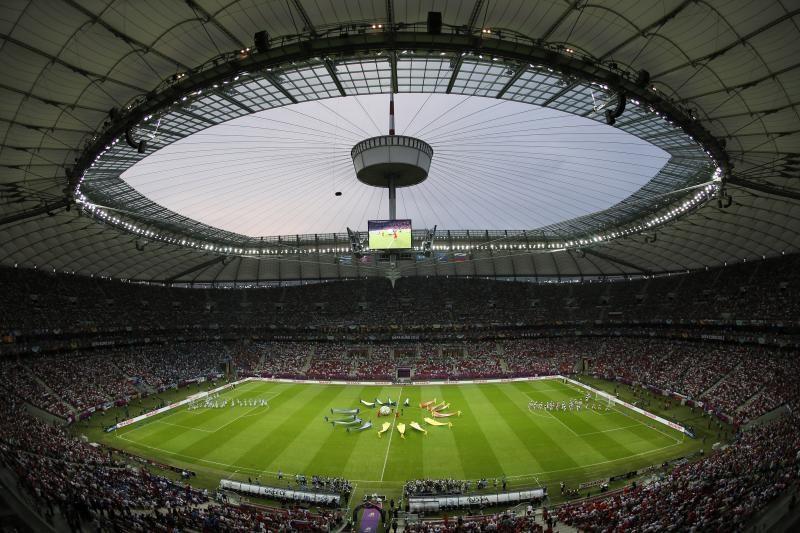 """""""EURO 2020"""" vyks trylikoje skirtingų šalių miestų"""