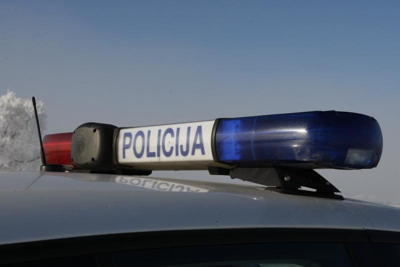 Incidentas: po avarijos girtas vyras krito į pusnį ir užmigo