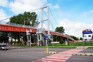 Ant naujojo pėsčiųjų tilto – tamsa
