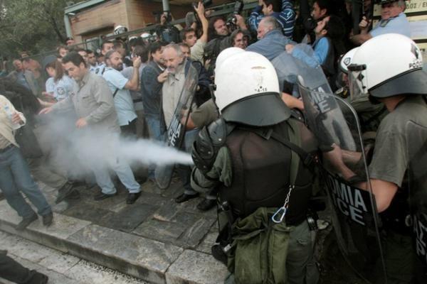 Graikijos ekstremistų grupelė prisipažino išsiuntinėjusi paketus su sprogmenimis