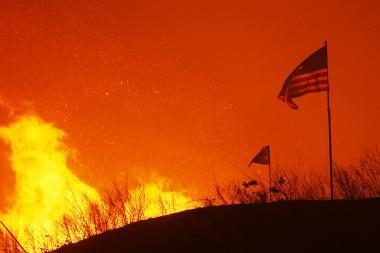 Ugnis siaubia Kalifornijos valstiją