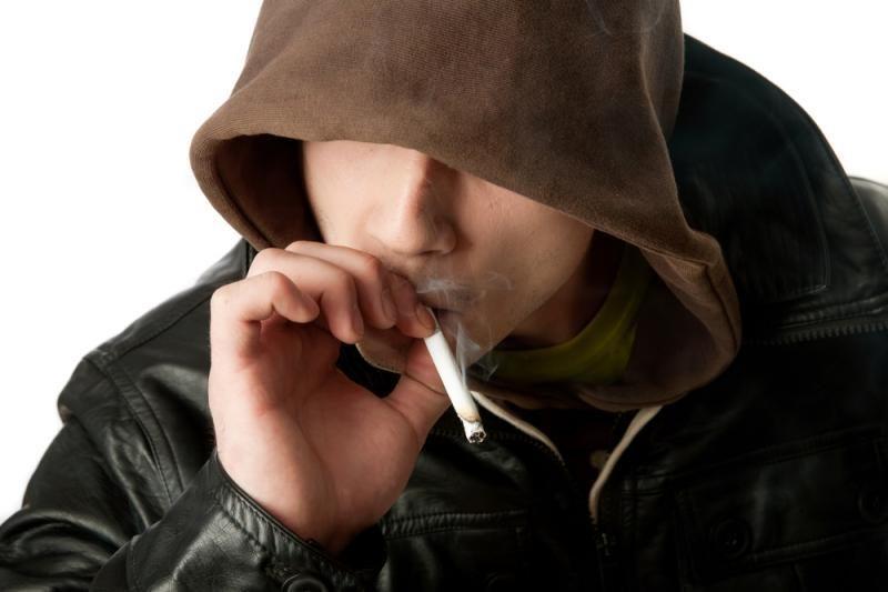 Vilniuje viešose vietose rūkantys nepilnamečiai ir toliau baudžiami