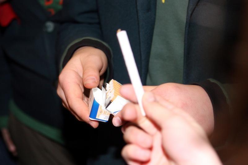 Taksi vairuotojas vežė ne tik keleivius, bet ir nelegalius rūkalus