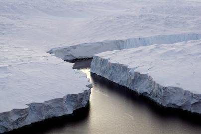 Rusų mokslininkai evakuojami iš Arkties