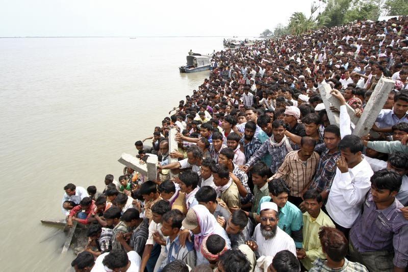 Indijoje nuskendus keltui žuvo ar dingo 200 žmonių