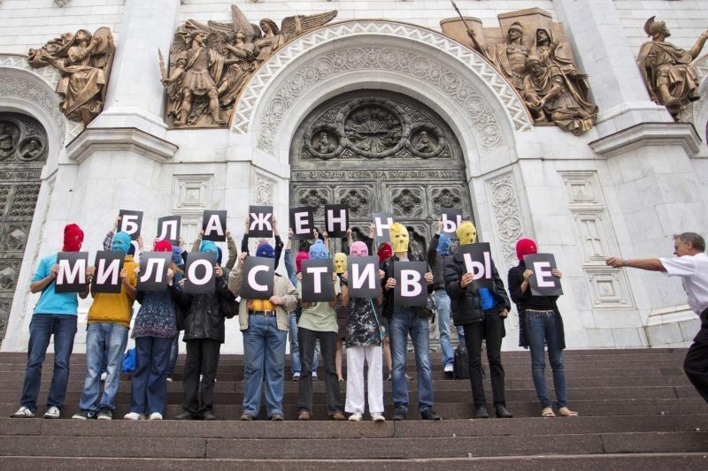 """Rusijoje išvaikytas paramos """"Pussy Riot"""" protestas prie katedros"""
