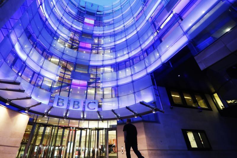 Pedofilijos skandale skęstantys BBC mini nelinksmą 90-metį