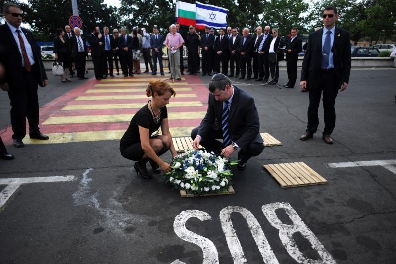 Bulgarai, tirdami teroro aktą Burgase, suprogdins du autobusus