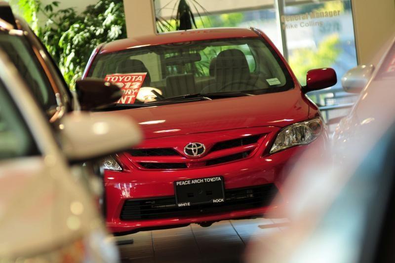"""""""Toyota"""" dėl gedimo atšaukia 7,43 mln. automobilių"""