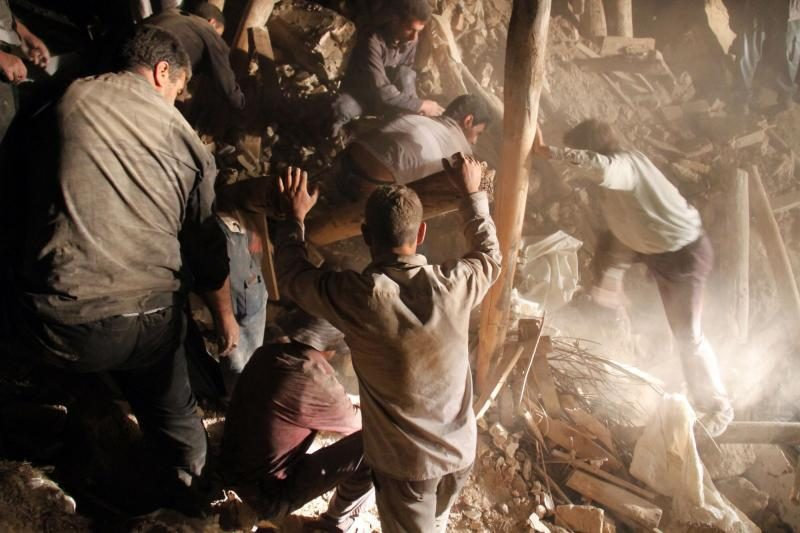 Per du žemės drebėjimus Irane žuvo 227 žmonės, paskelbtas gedulas