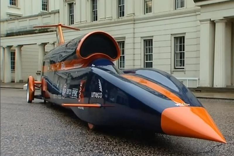 Viršgarsiniu greičiu skriesiantis automobilis išlaikė pirmąjį testą