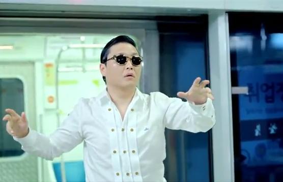 Korėjos reperis Psy atsiprašė dėl dalyvavimo protestuose prieš Ameriką