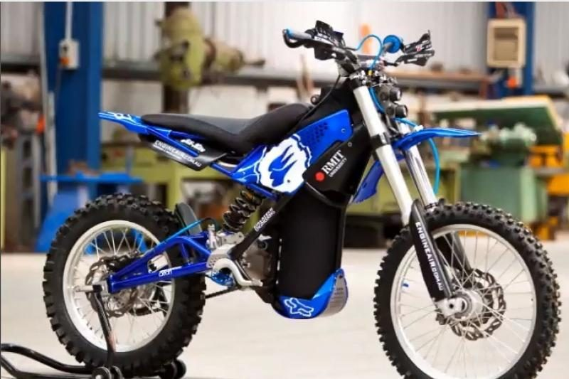 Motociklas, varomas oru? Jau įmanoma!