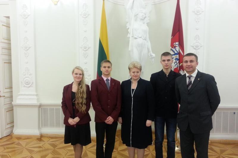 Klaipėdiečiai gimnazistai susitiko  su  Lietuvos prezidente