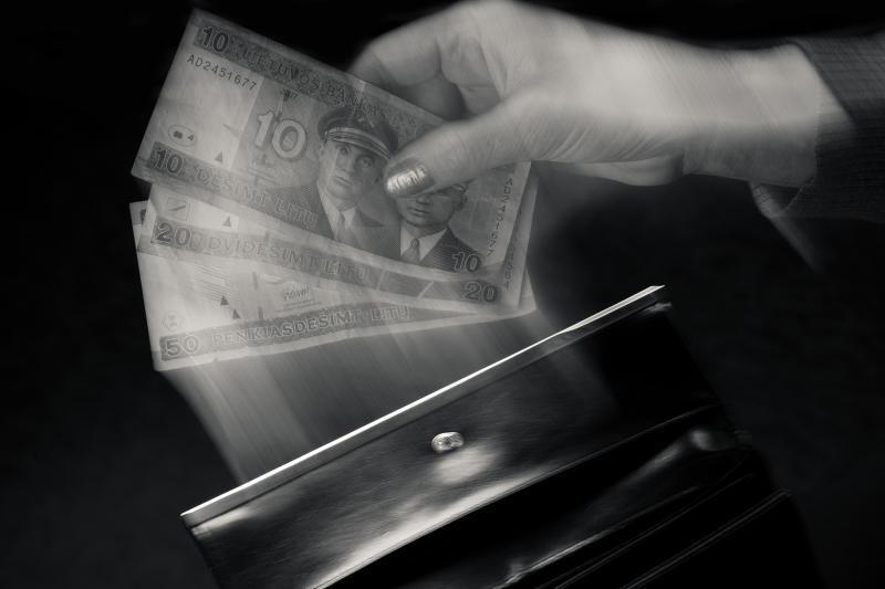 Rumunijos piliečiai įtariami sumušę ir apiplėšę senutę