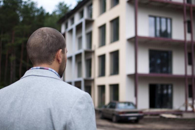 KAM nori atsisakyti daugelio tarnybinių butų