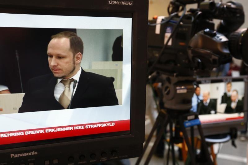 A.B.Breiviko teisėjas per teismą žaidė kortomis