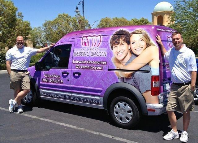 Las Vegase į gatves išriedėjo vestuvinis furgonas