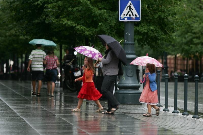 Prognozė: bus šilta, bet nepamirškite skėčio