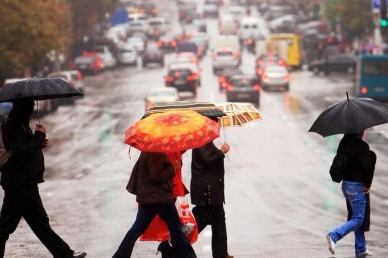 Atsargiai: eismo sąlygas sunkina lijundra ir plikledis