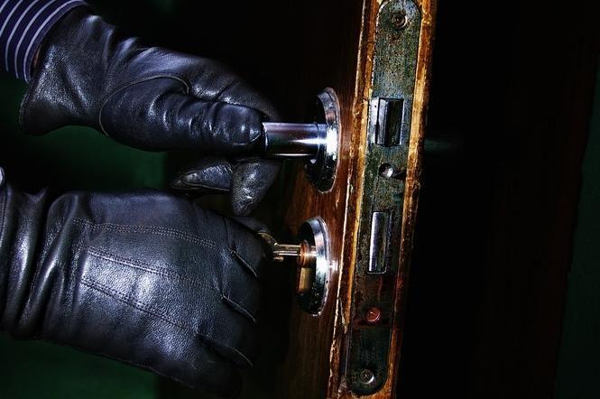 Vagių grobis – auksiniai ir sidabriniai papuošalai