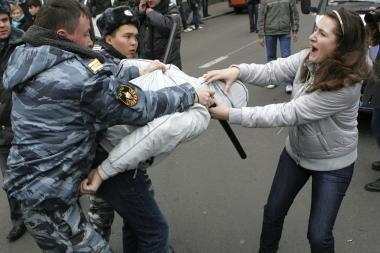 Vienybės dieną milicija smaginosi lazdomis