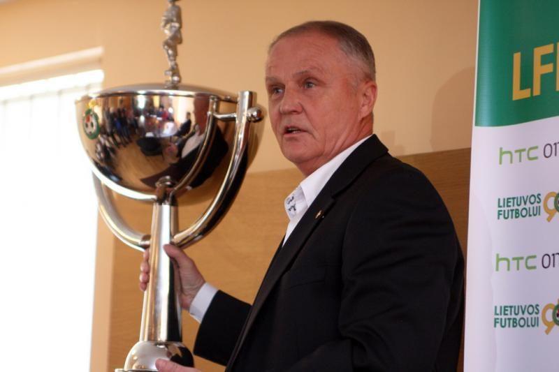 J. Kvedarui grąžintas Lietuvos futbolo federacijos vairas