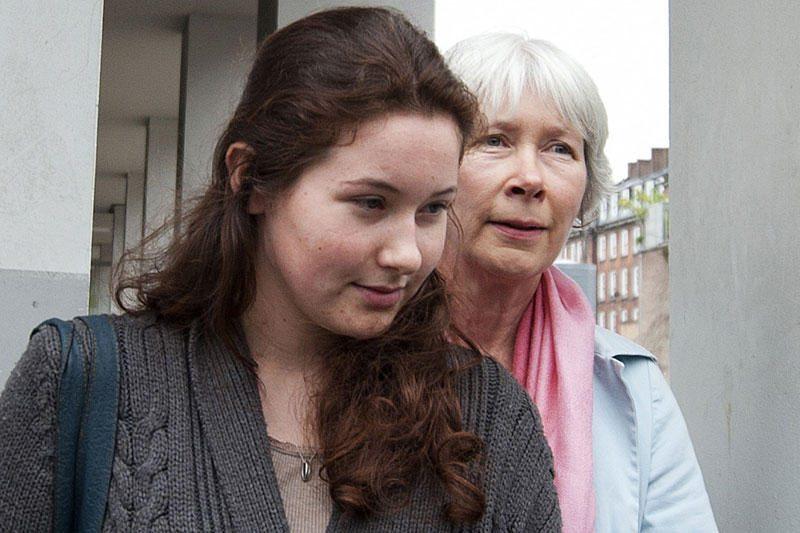 Londono teismas už pagalbą riaušininkams nuteisė milijonieriaus dukrą
