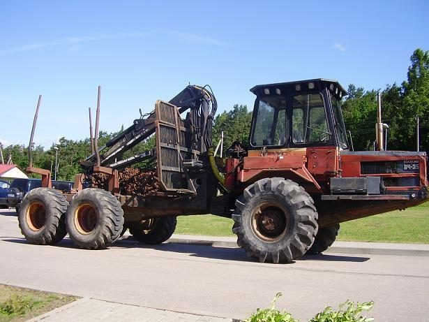 Pasieniečiai sulaikė galimai pavogtą traktorių miškovežį