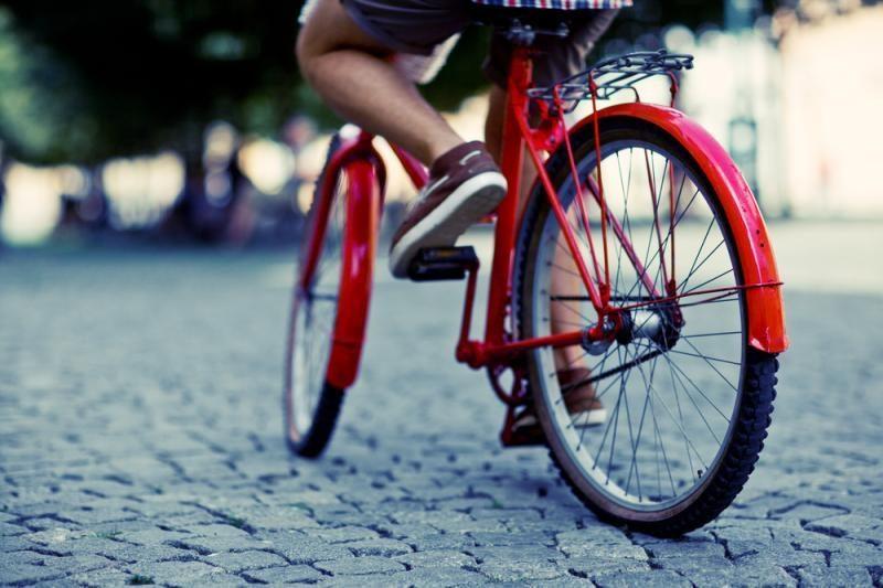 Šiaurės Korėjos valdžia leido moterims miestuose važinėtis dviračiais