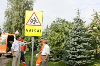 Statys apie 270 naujų kelio ženklų