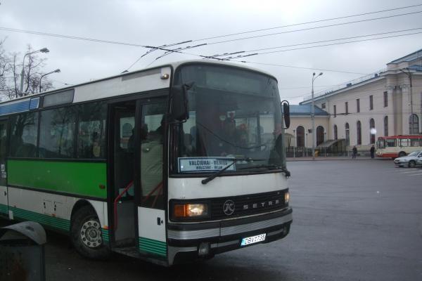 Įmonė įspėta nuo autobusų nuimti lenkiškus maršrutų pavadinimus